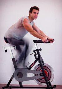 ćwiczenia na rowerku stacjonarnym